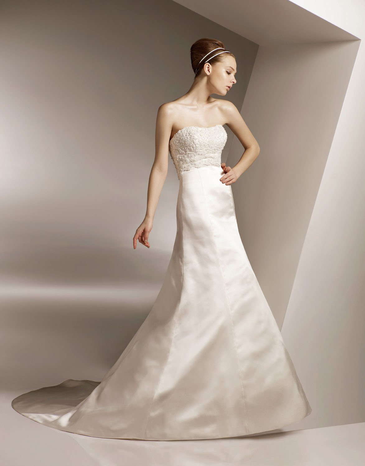 Scoop Neckline Strapless Appliqued Beading Taffeta Wedding Dress Bridal Gown