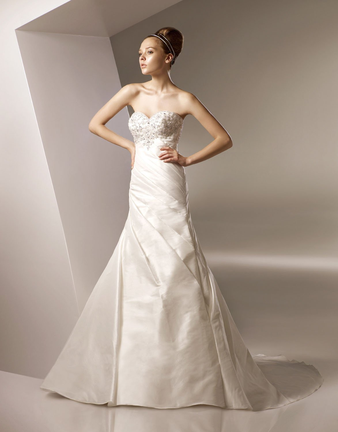 Sweetheart Appliqued Beading Backless Taffeta Wedding Dress Bridal Gown