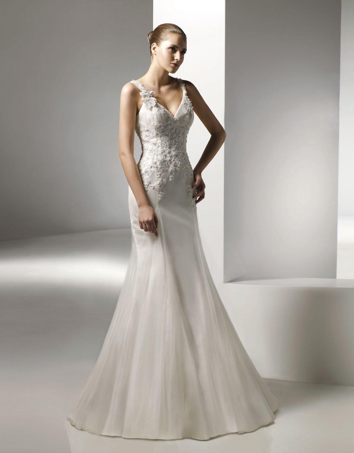 V-neckline Appliqued Beading Tuller Wedding Dress Bridal Gown aq0037