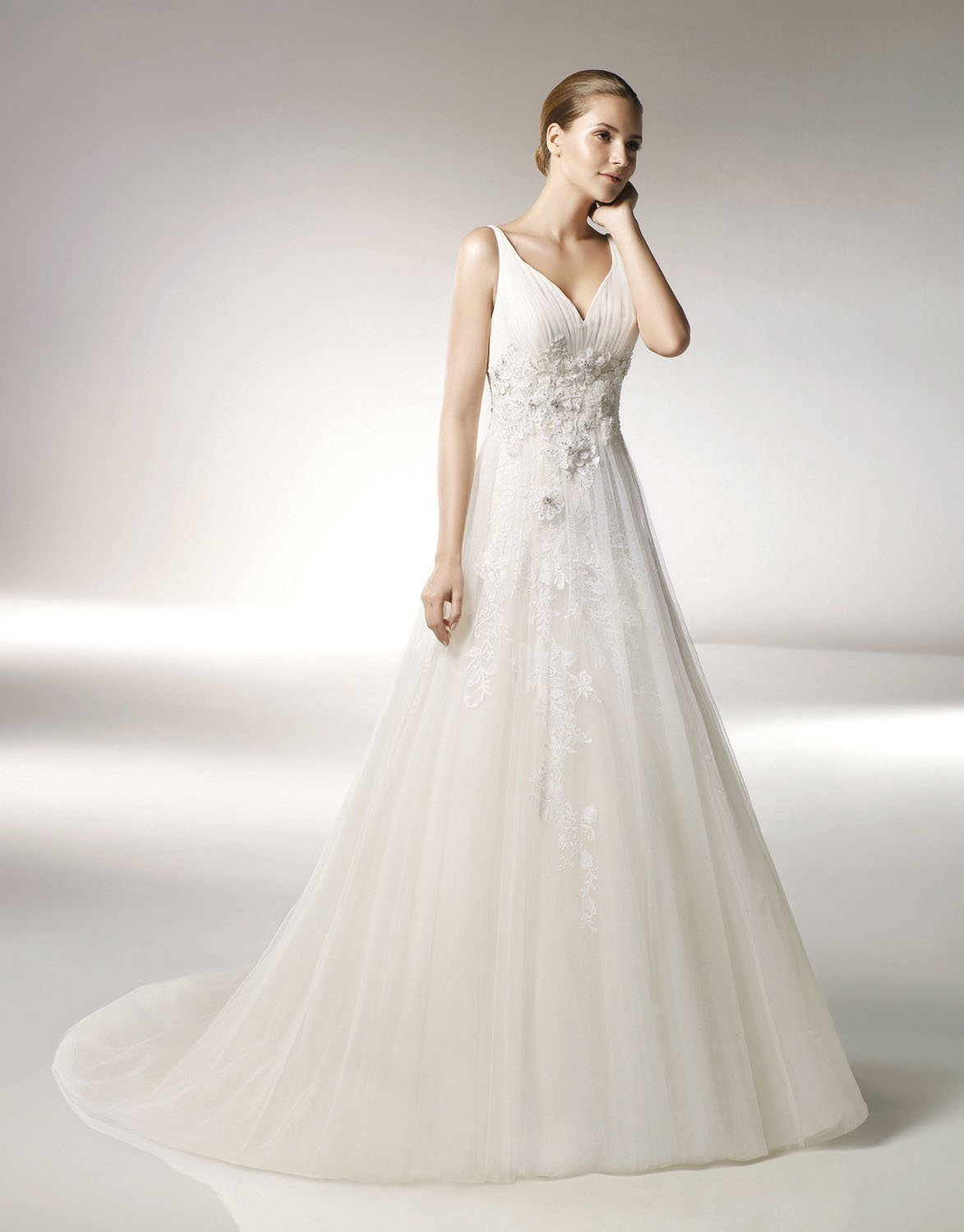 Cap Sleeve V-neckline Appliqued Beading Tuller Wedding Dress Bridal Gown aq0039