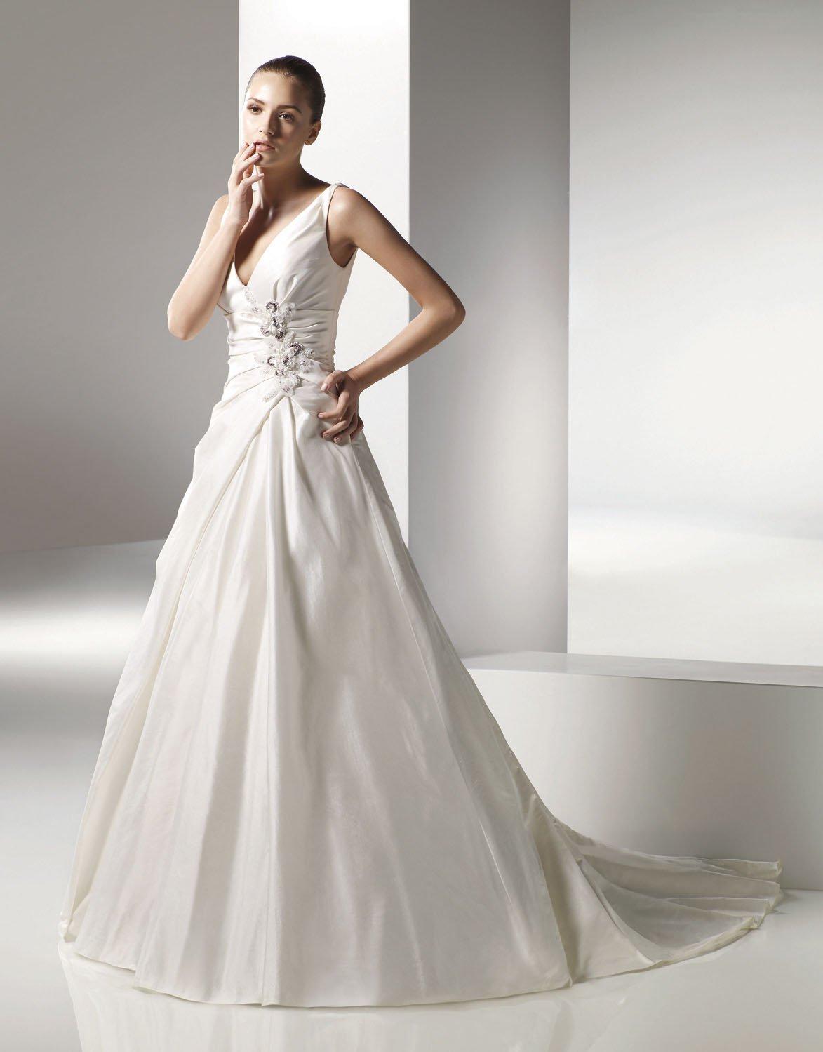 V-neckline A-line Appliques Taffeta Wedding Dress Bridal Gown aq0040