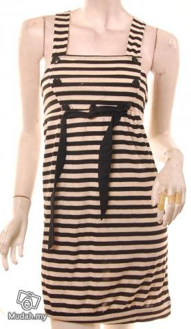 models off duty style fashion clothing VINTAGE INSPIRED 1960S striped pinafore dress