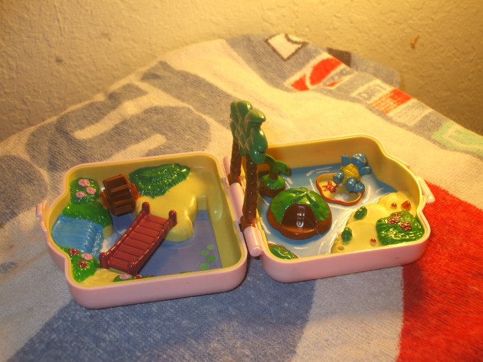 Squirtle Figure with Beach Playset