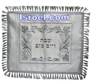UK61438 - C BROCKETT CHALLAH COVER WITH BORDER LACE VINE 52*42 CM JUDAICA STORE