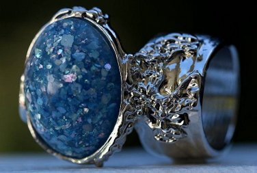 Arty Oval Ring Blue Glitter Opal Vintage Designer Silver Chunky Armor Knuckle Art Statement Size 8