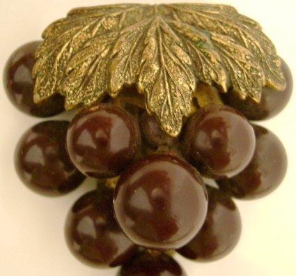Vintage Bakelite Purple Grapes Clip