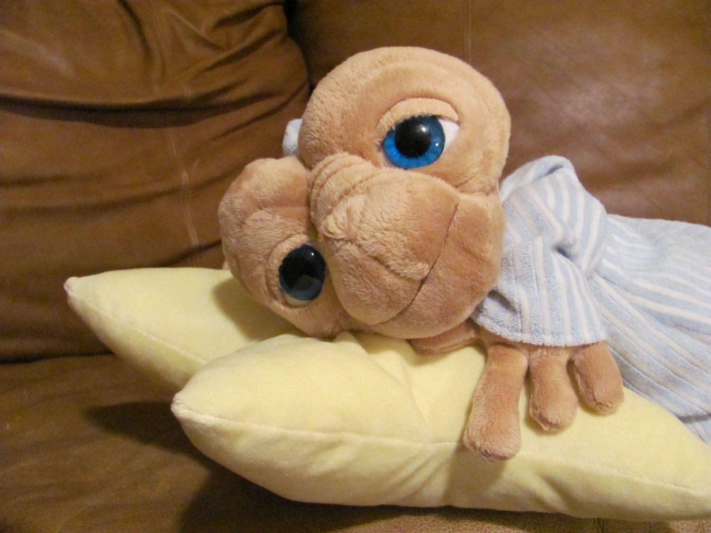 "21"" ET The Extra-Terrestrial Universal Studios Laying Star Pillow Night Cap Shirt Plush"