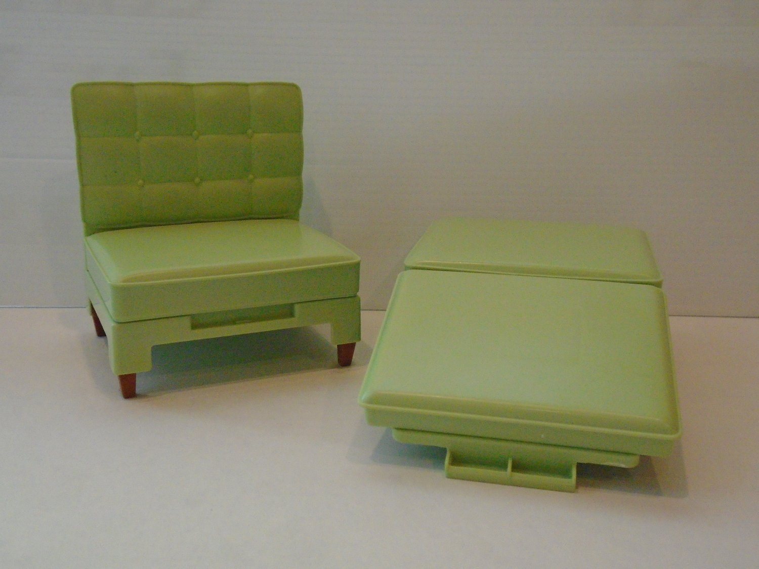 VINTAGE BARBIE GREEN CHAIR AND OTTOMAN CONVERTS TO BED CLB 968