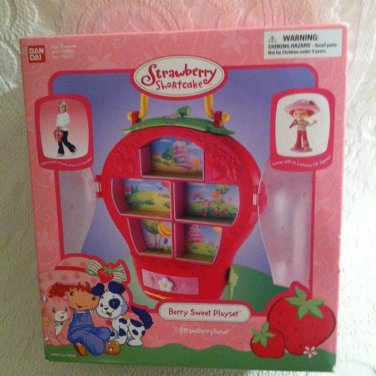 2004 Bandai Strawberry Shortcake Berry Sweet Playset With Exclusive Figure NEW