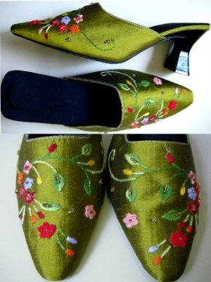 Classique Green Embroidered Shoes Size US 6