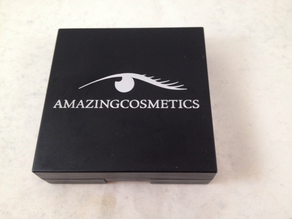 Amazing Cosmetics Velvet Mineral Foundation Light Golden Pressed Face Powder