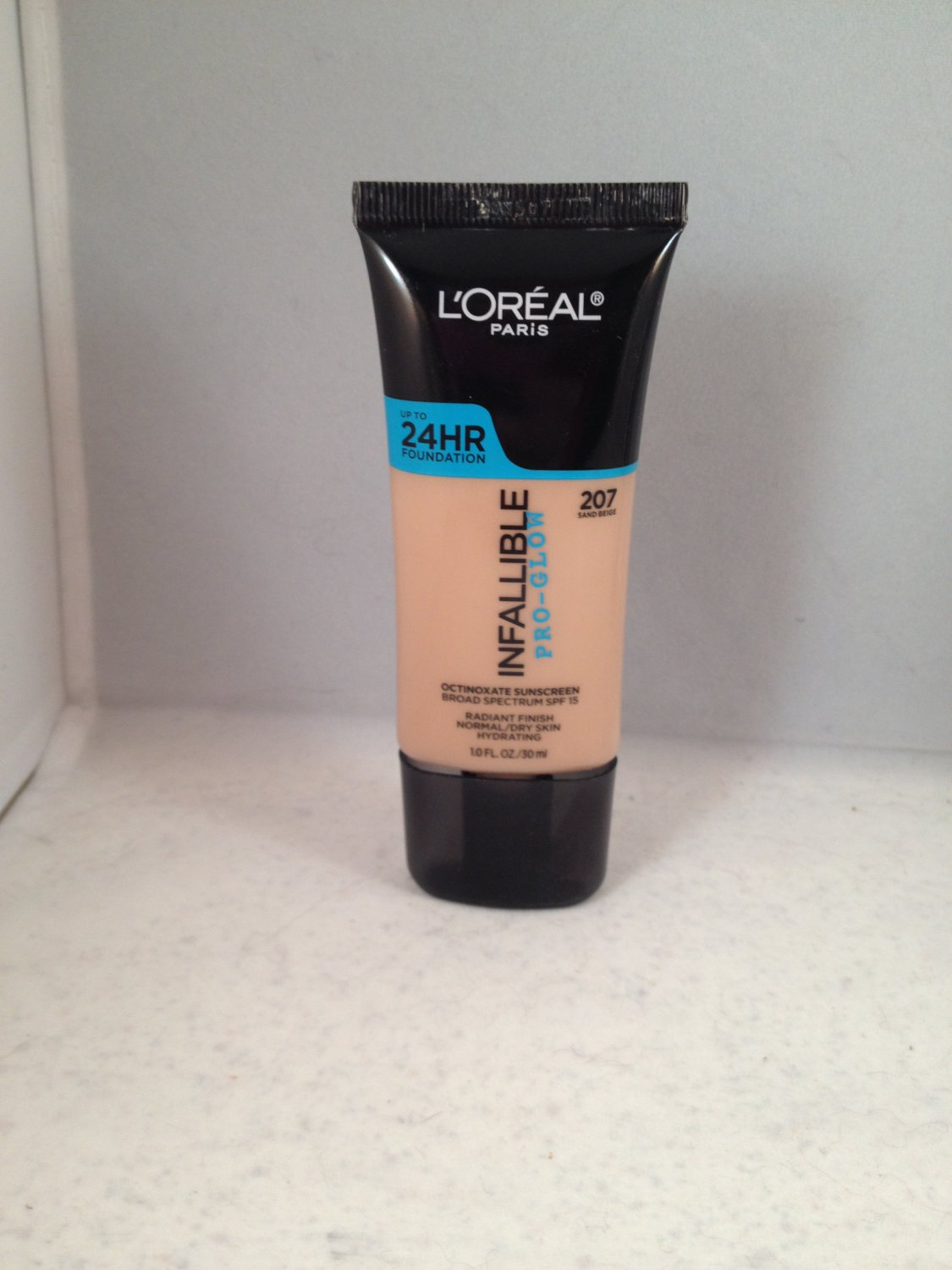 L'Oreal Infallible Pro-Glow Up to 24-Hour Foundation #207 Sand Beige