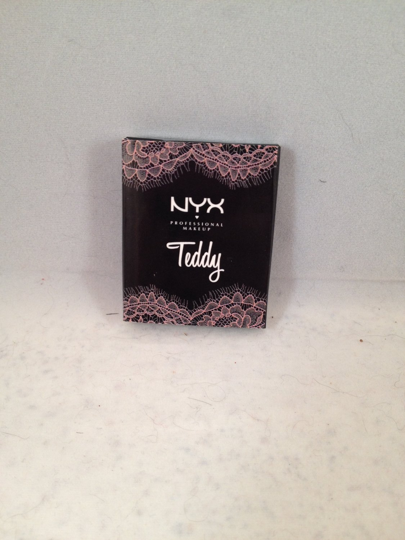 NYX Mini Lid Lingerie Teddy Mini Pressed Eyeshadow matches lip shades