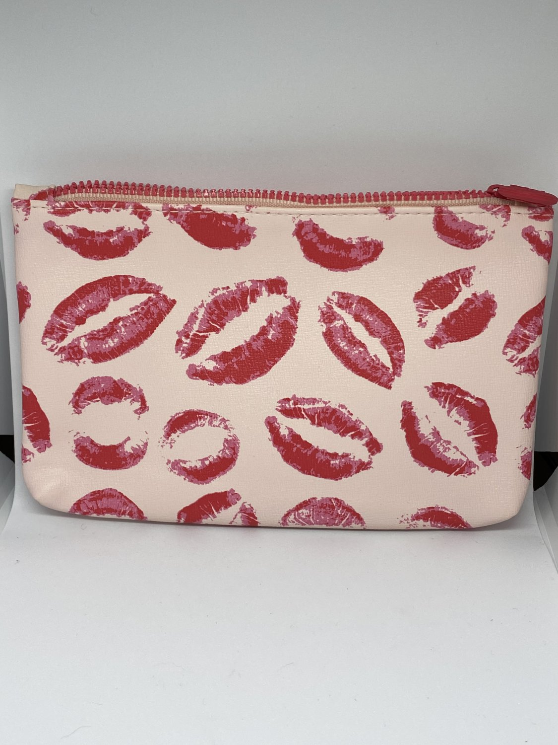 Ipsy MyGlam Glam Bag February 2019 Swoon So Hard Cosmetic case purse Pink Red Lips