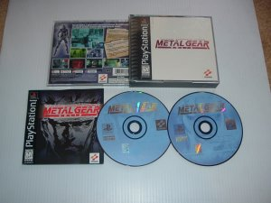 Metal Gear Solid (PS1) NEAR MINT & COMPLETE ORIGINAL Black Label edition, great game For Sale