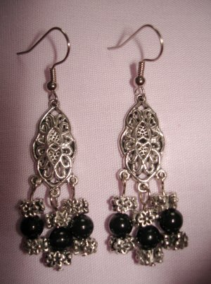 Item # MD0009 Black & Silver Earrings