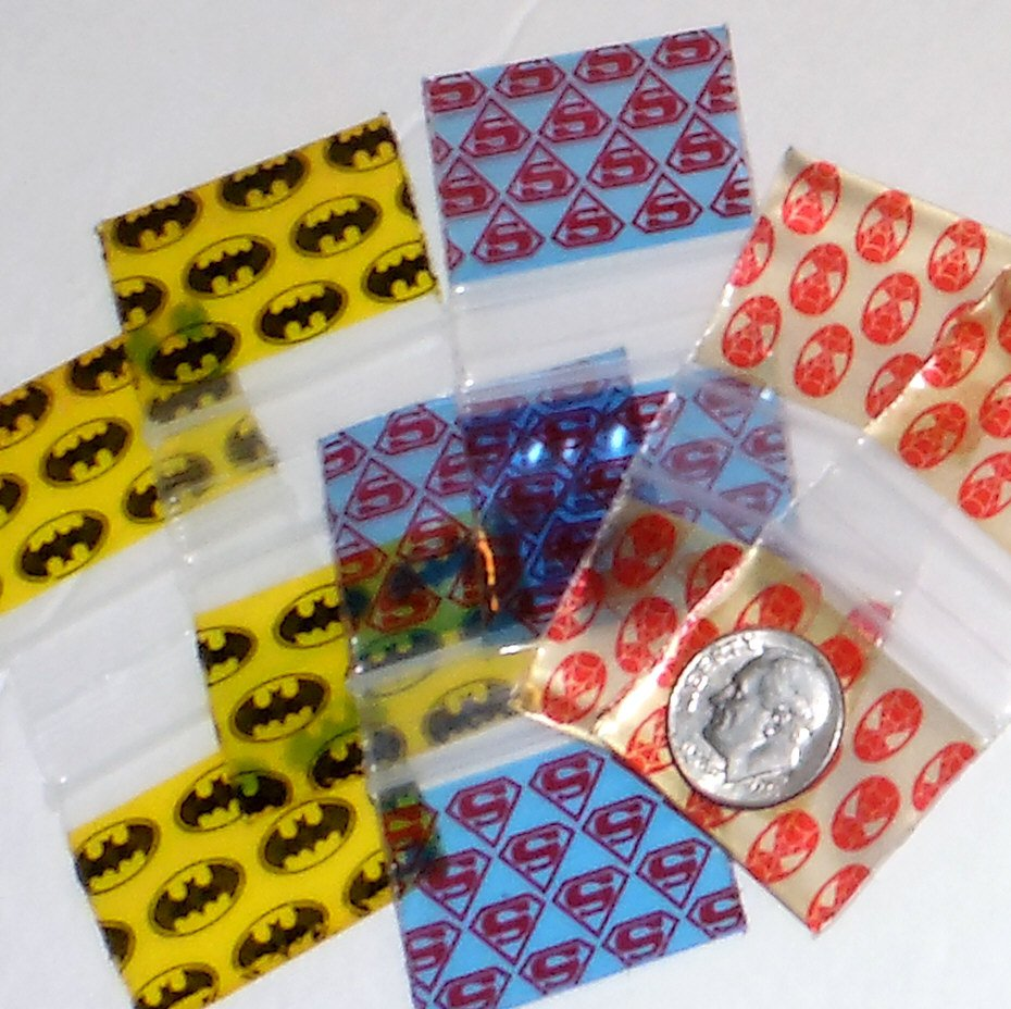 300 Superheroes  Baggies  1.25 x 1 in. Spider-  Bat- Superman