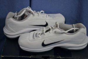 NEW NIKE JR Golf Shoes Size 6 YOUTH White w/Black NIB