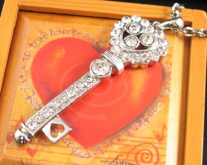 SN122 Elegant  Crystal Silver Heart Key Pendant Necklace Best Gift Idea