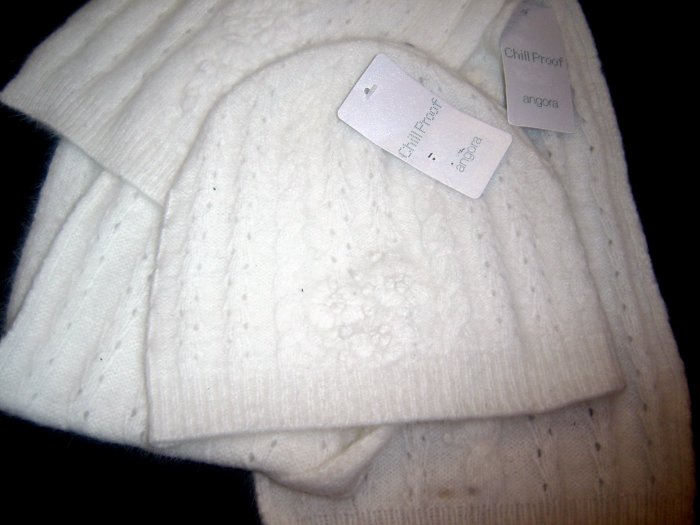 NWT Womens Chill Proof Angora Hat, Scarve Set Ivory GORGEOUS!!