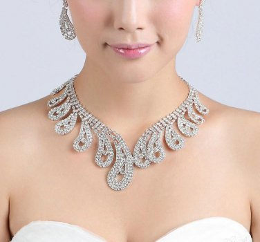 BNWT ~ Crystal and Rhinestone Necklace Solitaire Earrings Set
