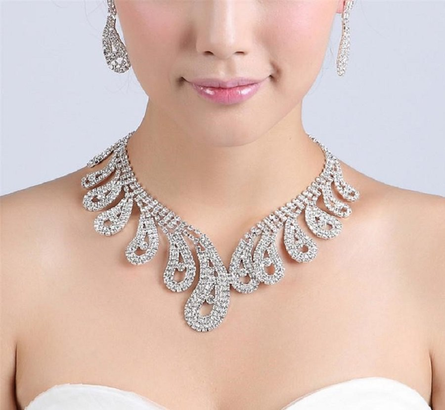 Crystal and Rhinestone Solitaire Earrings Set Necklace