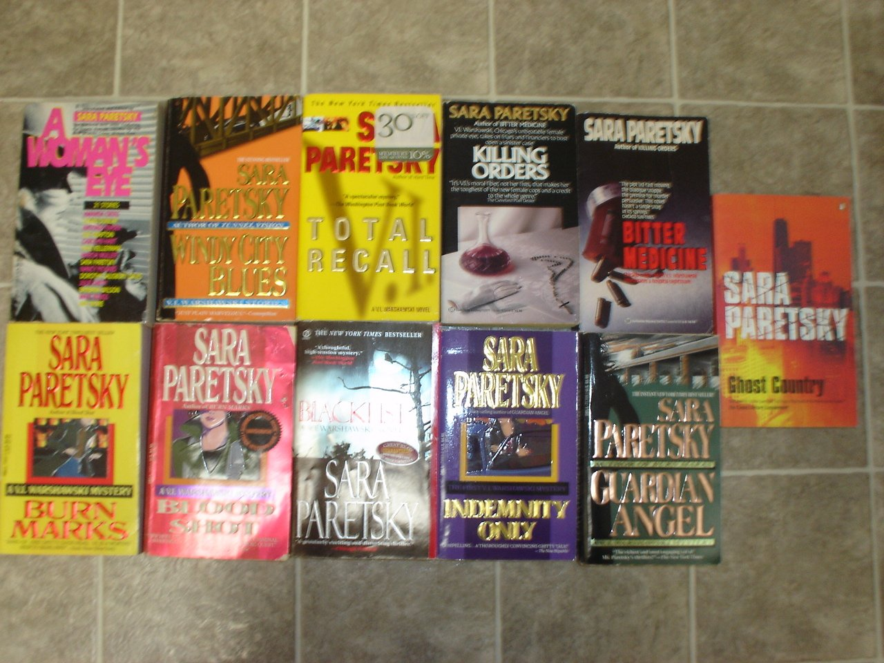 Sara Paretsky lot of 11 pb mystery novels books V.I. Warshawski