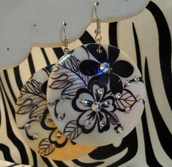 Black And White Flower Shell Earrings