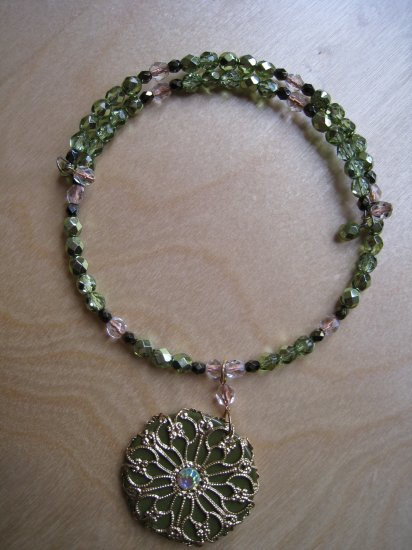 Green chocker with pendant - memory wire OOAK - FREE sh/h