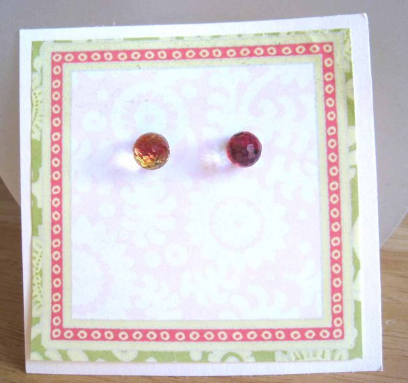 Dazzling glass earrings with million facets - new