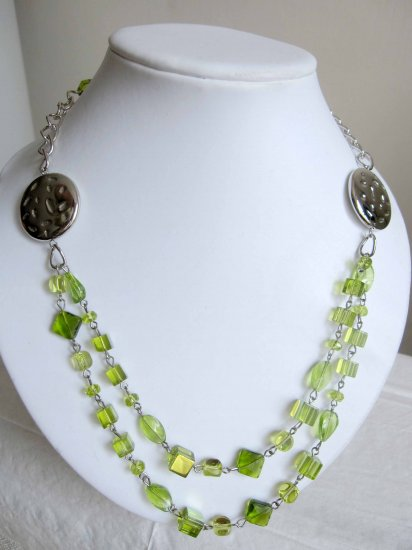 on sale: Fashion necklace green linked double row limited edition - NEW