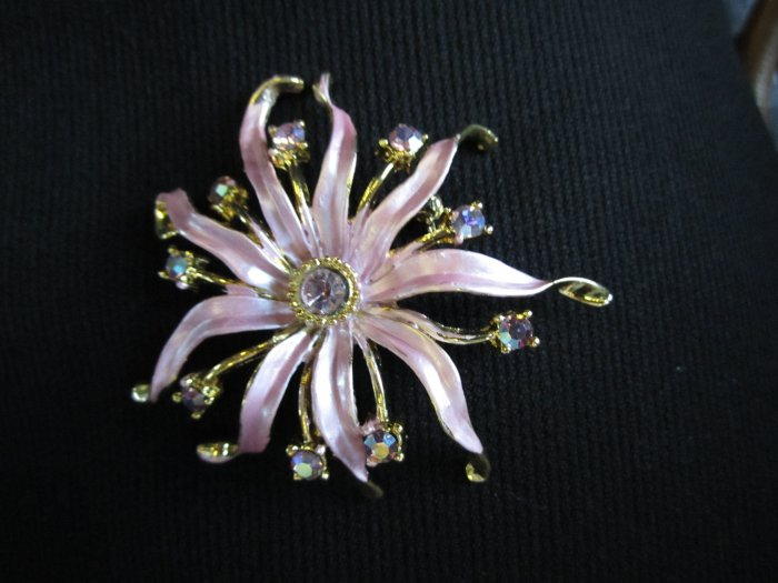 w/Elvia Pink flower wtih crystals - brand new fashion brooche