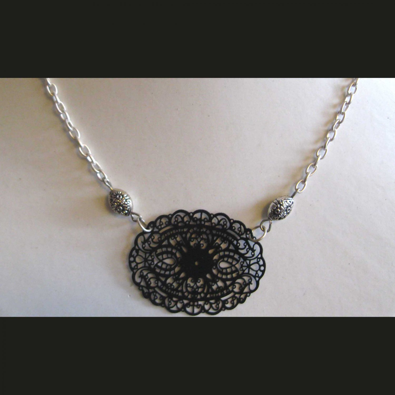 Black lasercut center trendy fashion necklace