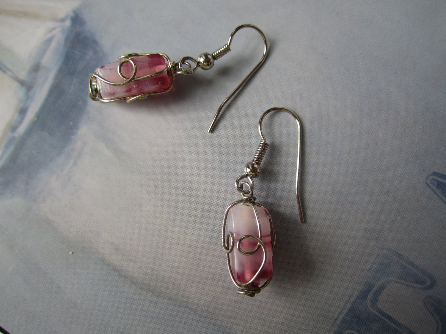 Wirework pink glass ombre fashion drop earrings