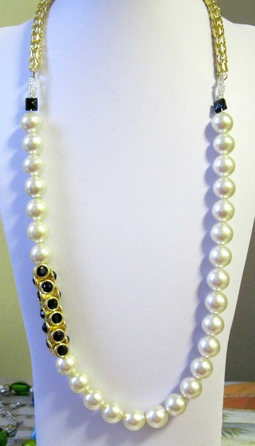 Chic fashion faux pearl necklace one of a kind