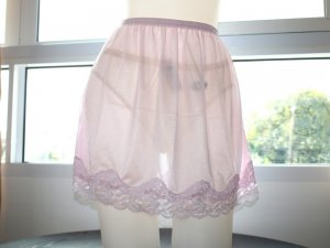 NWT CLASSIC SHEER NYLON HALF SLIP SKIRT, LACE DETAIL PINK COLOR, WOMEN UNDERWEAR