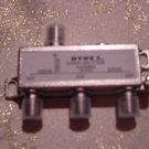 Dynex DX-AV101 - Antenna Splitter - F Connector (F)