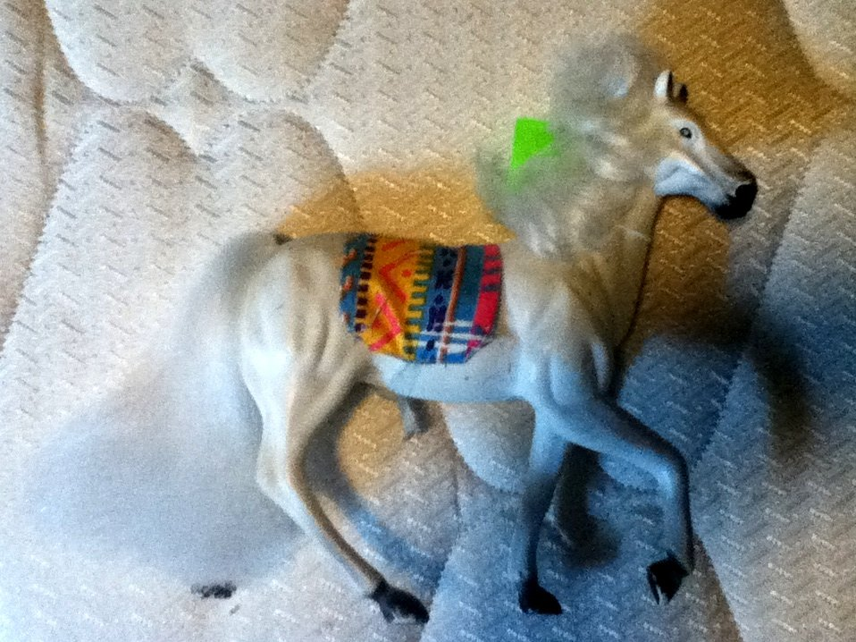 Kid Kore Horse White