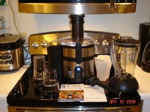 Mustang Mixer 4-In-One Blender Mixer Juicer Grinder