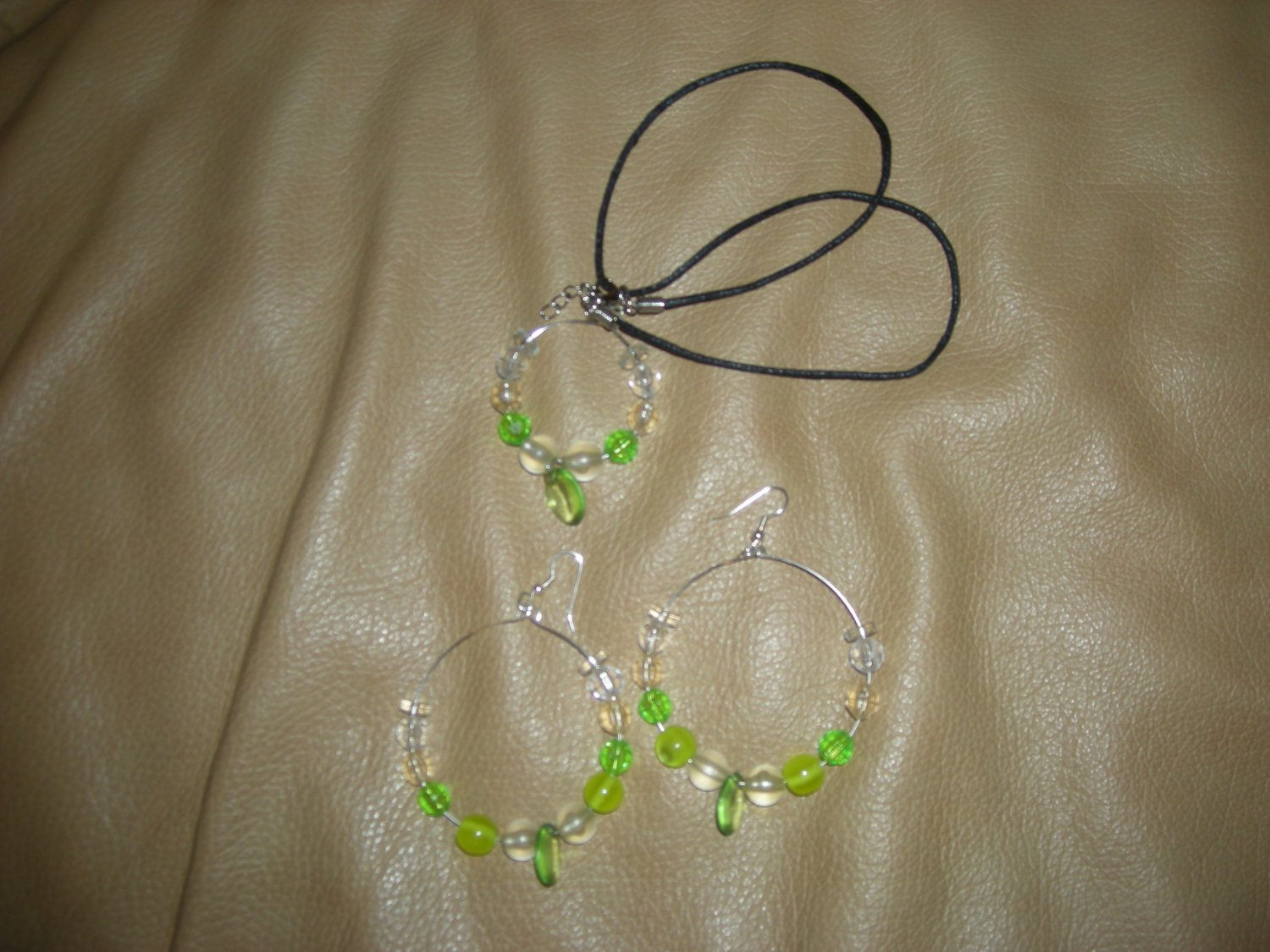 Green acrylic beads hoops earrings and necklace set silver color