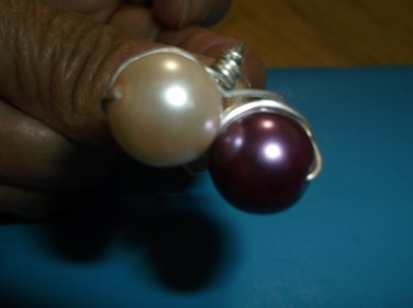 Silver metal 2 glass pearls beads white and purple ring size 8, 6.00