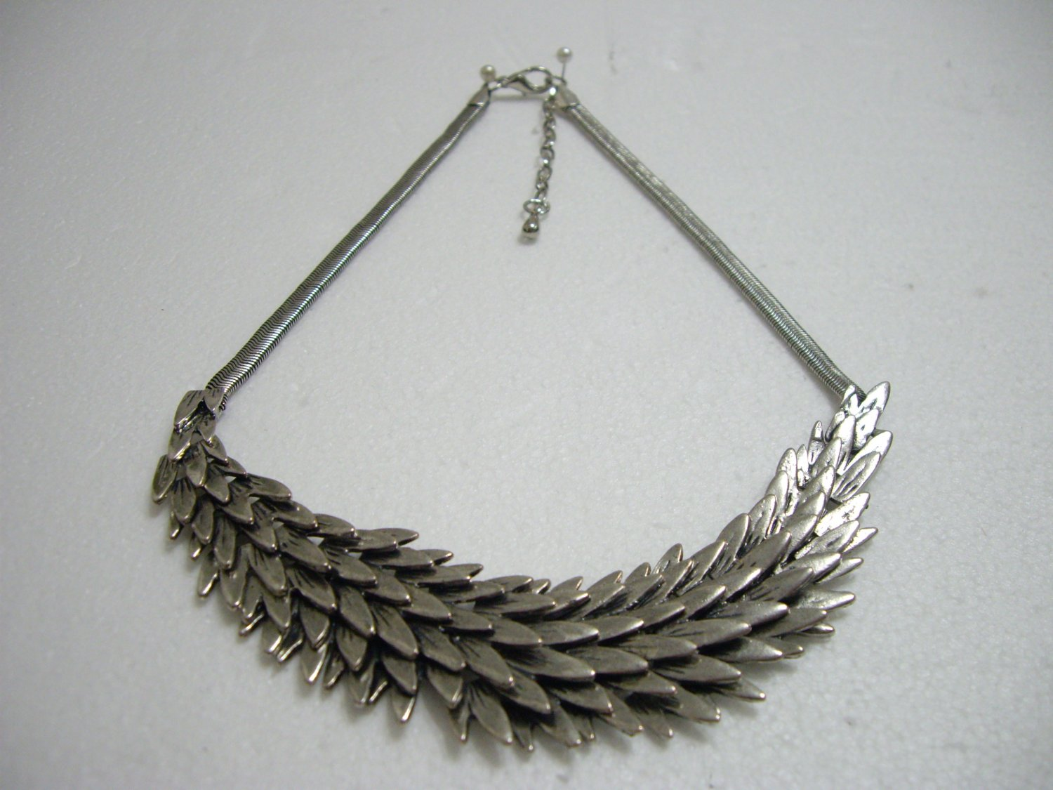 Brand New Silver Feather Shape Necklace