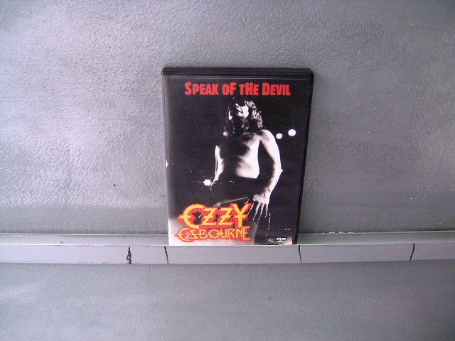 OZZY OSBOURNE speak of the devil DVD ? HEAVY METAL