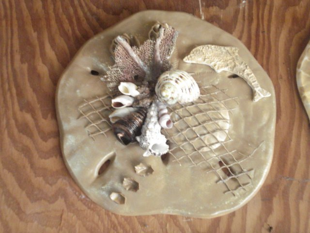 Sand Dollar Wall Plaque Tan w/ Dolphin Accent