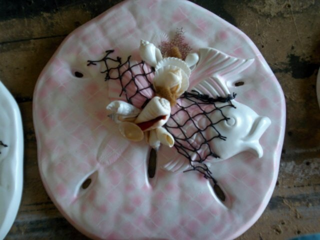 Sand Dollar Wall Plaque Light Pink/White with Large Fish