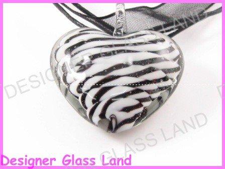 P830F LAMPWORK GLASS 3D HEART TWIST PENDANT NECKLACE