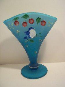 Fenton Glass BLUE LAGOON FAN VASE BIRD & CHERRIES Gift Shop Exclusive Williams!