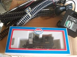 MODEL POWER VINTAGE NOS H.O. SCALE LOCOMOTIVE, 4 CARS AND TRACK