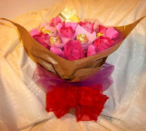 Origami Paper Rose Chocolate and Pink Heart Bouquet Anniversary Birthday Valentine Gift