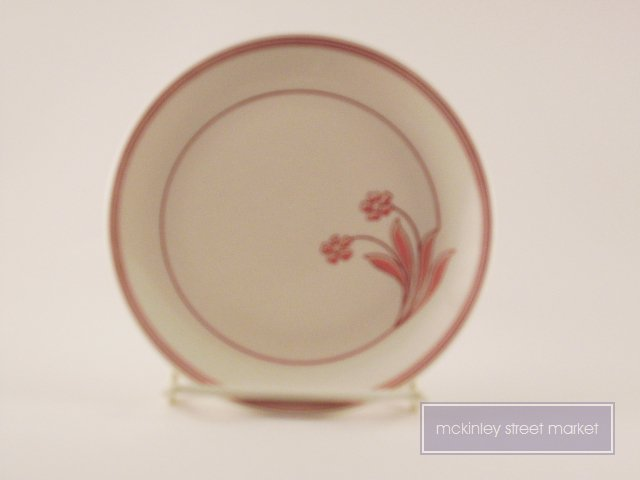 OLD WHITE WITH DK RED/MAUVE BUFFALO 0190S SAUCER 5-1/2 INCHES DIA
